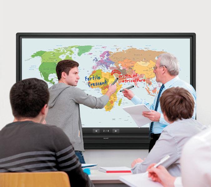 ecran-geant-interactif-ecole-college-lycee-universite-professeur-eleve